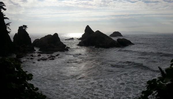 笹川流れの眼鏡岩海岸