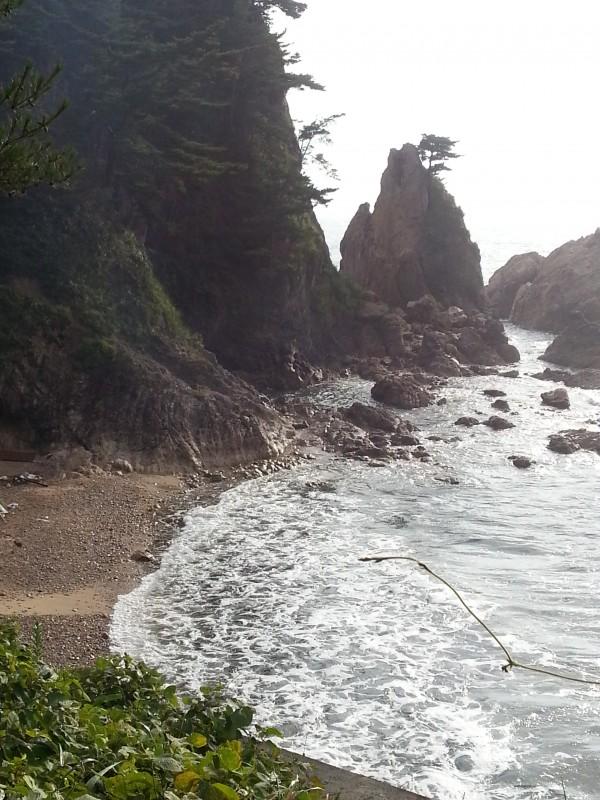 笹川流れ眼鏡岩海岸