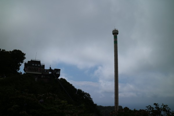 回転昇降弥彦山山頂展望塔パノラマタワー
